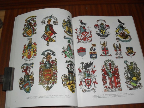 HERALDRY. A pictorial archive for artist & designers. With 1047 illstr., including 393 in full color. Selected and arranged by Carol Belanger Grafton